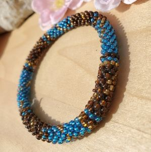 🍓 Blue and brown tiny beaded bracelet